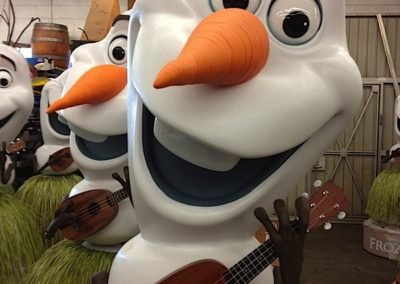 Disney's Frozen Olaf Theater Display3